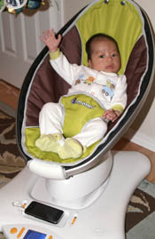 Thomas in mamaRoo
