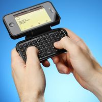 E66e_iphone_case_with_keyboard_inuse
