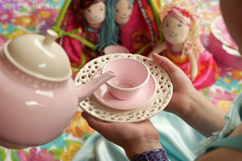Groovy Girls pouring tea with dolls