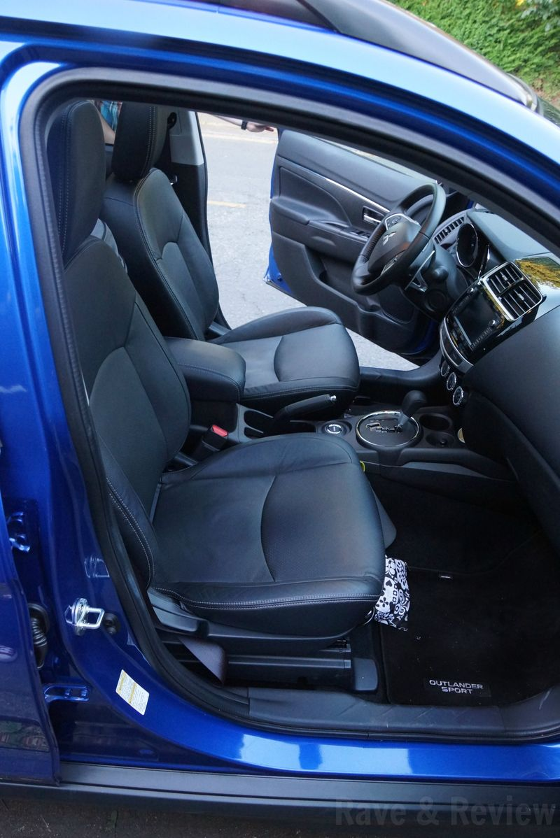 Mitsubishi Outlander Sport front seat