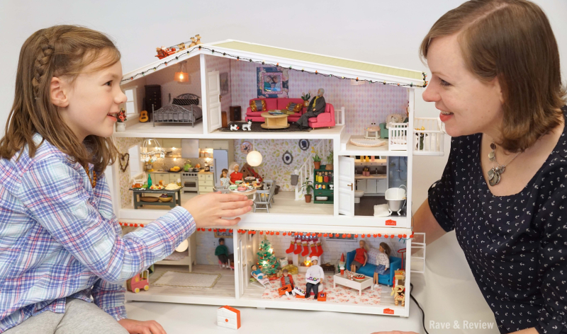 Lundby mom and daughter