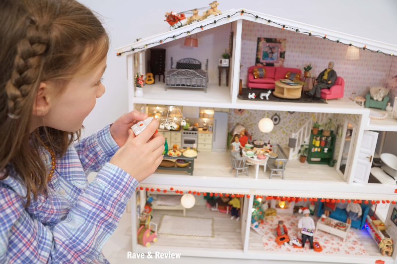 Lundby playing with remote