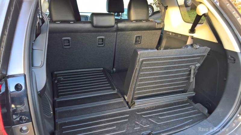 Outlander 2017 rear seat