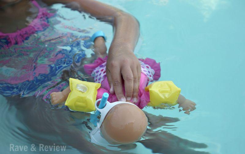 Corolle snorkelling