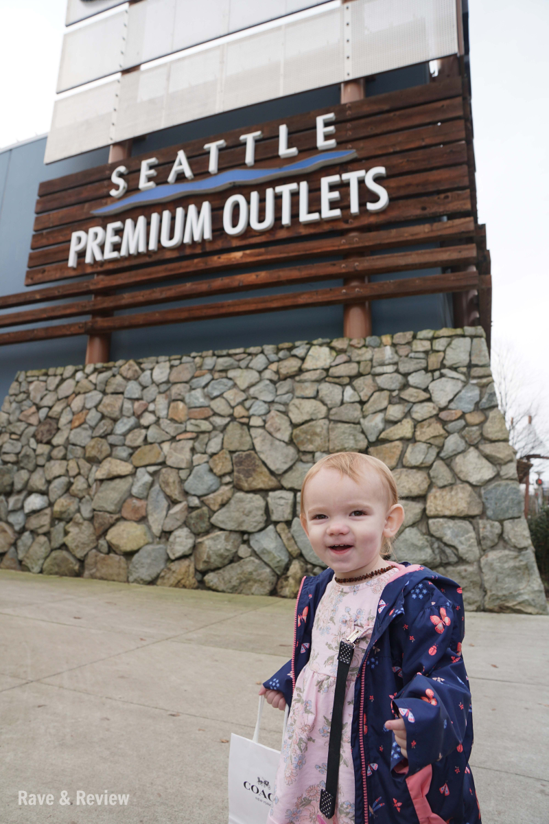 Seattle Premium Outlets sign