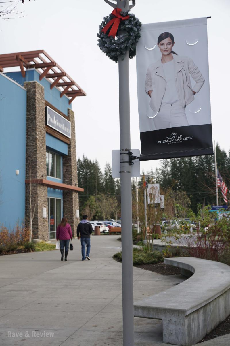 Seattle Premium Outlets Promenade