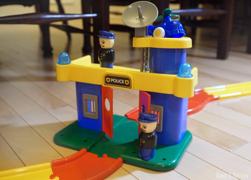 Viking toys police station