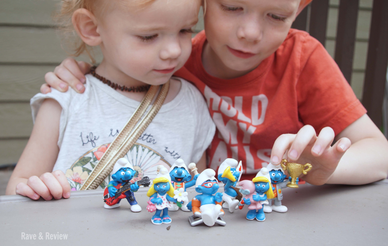 Kids playing with Smurfs